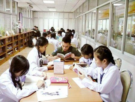 โรงเรียน วิทยาลัย มหาวิทยาลัย การศึกษา